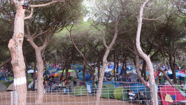 Zona de acampada durante el pasado festival, lleno de jóvenes que acudieron a la cita musical en esta edición.