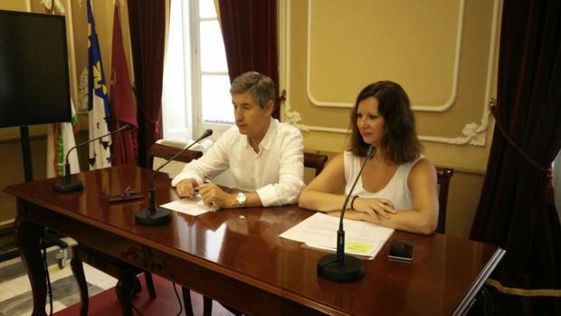 Los concejales de Ciudadanos, Juan Manuel Pérez Dorao y María Fernández Trujillo.