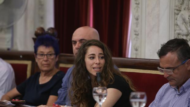 Los vecinos y la oposición consideran que no hay interés en Podemos en que el reglamento salga adelante.