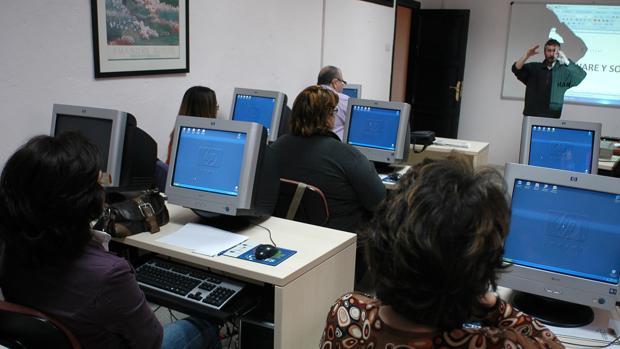 Más de 2.500 gaditanos participaron en los cursos de Cádiz Conecta