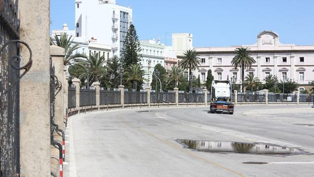 Zona del recinto portuario por donde discurrirá el carril bici en paralelo a la actual valla