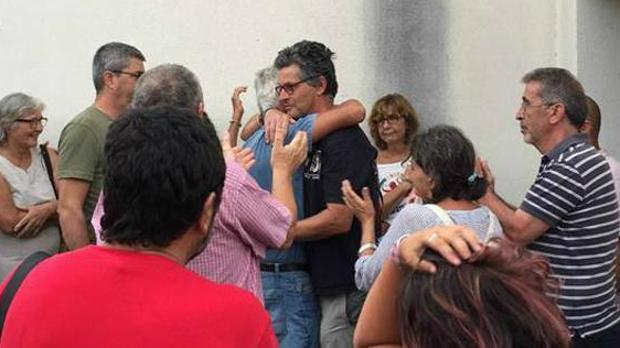 Clavero, recibido entre abrazos por compañeros y familiares el pasado domingo tras salir en libertad.