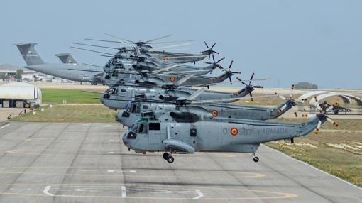 Helicópteros de la Armada en un ensayo.