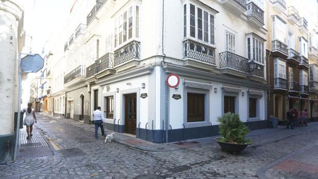 Fachada del Bar Bodeguita Fabiola, que ha estado cerrado este domingo.