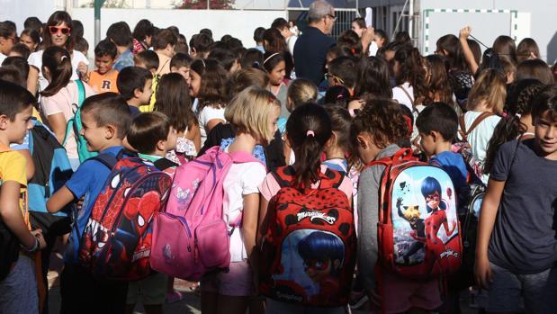 Un grupo de alumnos, en el primer curso en el colegio Reggio de Puerto Real.