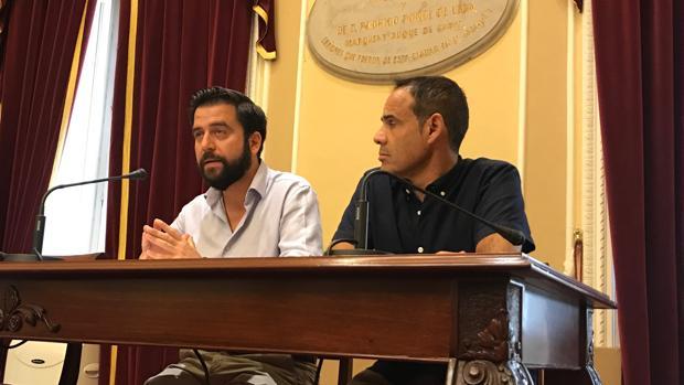 Fran González ha pedido al alcalde que «dé la cara» y se siente a negociar los presupuestos.