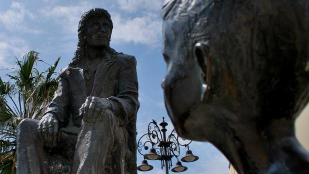Estatua de Camarón de la Isla en San Fernando.