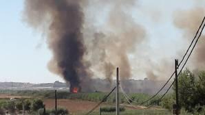 Columna de humo del incendio de Gelves