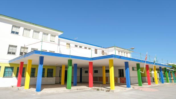 El colegio Andalucía, recién pintado.
