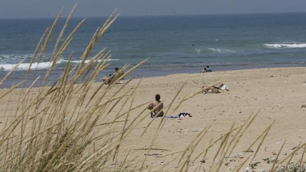 Los agentes impidieron que los abusos terminarán en agresión sexual en la playa de Cortadura
