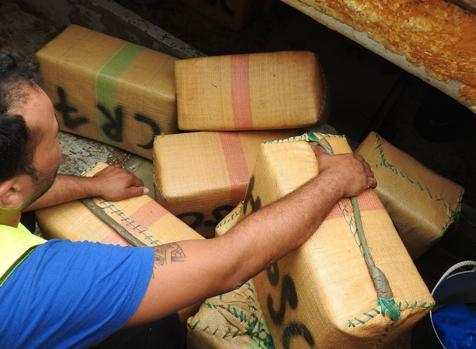 Detenido por transportar 20 kilos de hachís en una moto de agua al puerto del Saladillo
