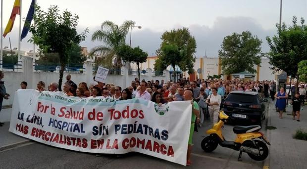 Imagen de la manifestación en La Línea en demanda de mejoras sanitarias.