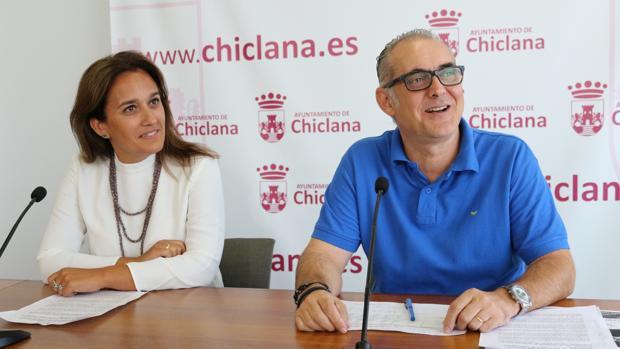 Los delegados Joaquín Páez y Ana González.