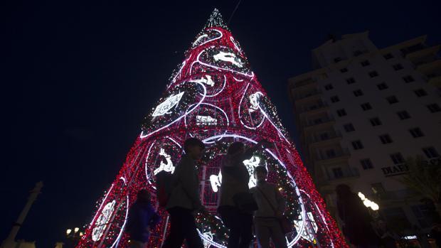 El alumbrado navideño del pasado año generó quejas y malestar entre comerciantes y hosteleros.