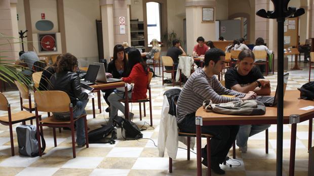 Imagen de archivo de estudiantes de la UCA