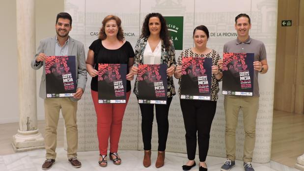 Representantes del Ayuntamiento y Diputación junto con los organizadores del evento