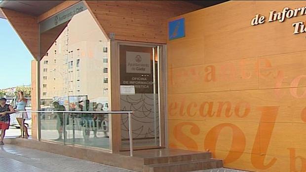 Diez trabajadoras de turismo piden la remunicipalizaci n for Oficina turismo cadiz