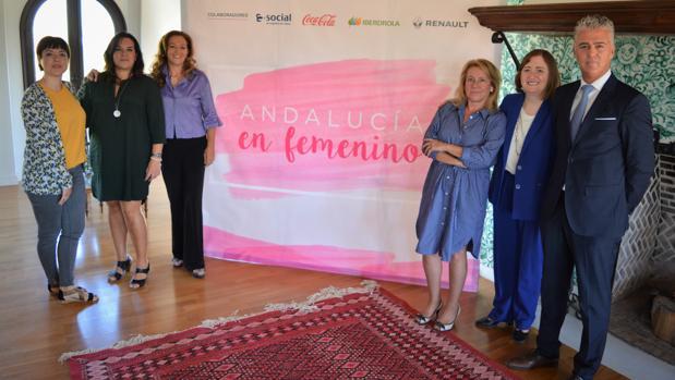Ángeles Peñalver, Leticia Cantón, Nuria Sánchez, Encarna Ximénez, Remedios Sánchez y Manuel Ramón Parra Casimiro, director de zona de Granada de BBVA.