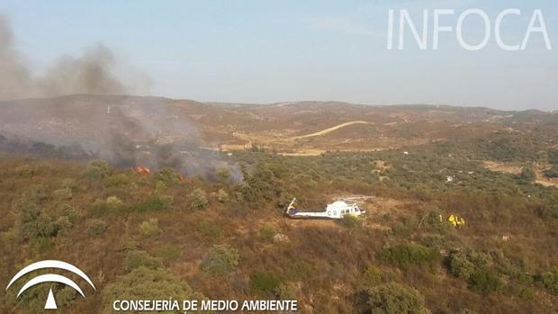 El fuego se ha originado en varios puntos del paraje Sierra Clara