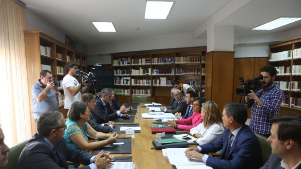 Rosa Aguilar ha mantenido este viernes una reunión con los operadores jurídicos de la ciudad.