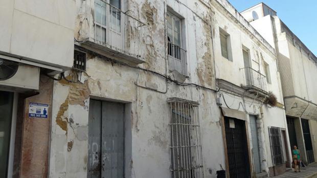 Desde el Ayuntamiento se quiere evitar la mala imagen y la inseguridad que ofrecen las fincas abandonadas.
