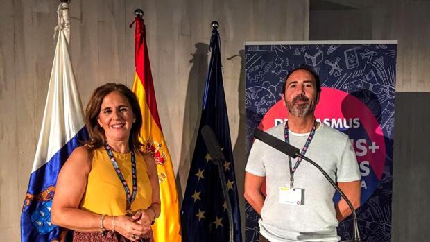 La directora del centro y el coordinador del proyecto