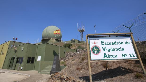 Lejos de creencias populares, la «gran bola» del EVA 11 no puede abrirse para dispara misiles, sino que contiene la antena del radar.