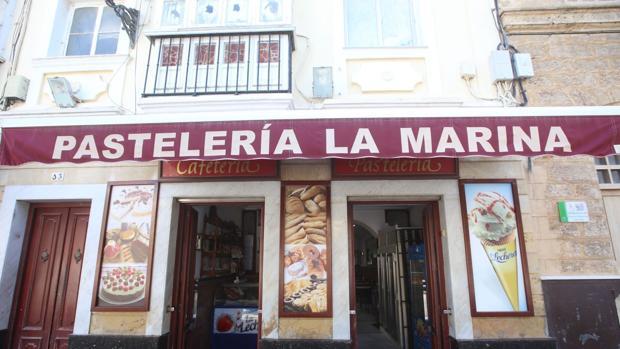 Fachada de la pastelería La Marina.