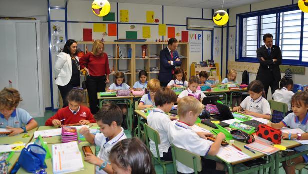 Los alumnos de El Centro Inglés durante la visita de David de la Encina