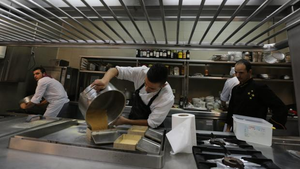 El sector de la hostelería ha sido el motor del empleo durante los tres últimos meses en Cádiz.