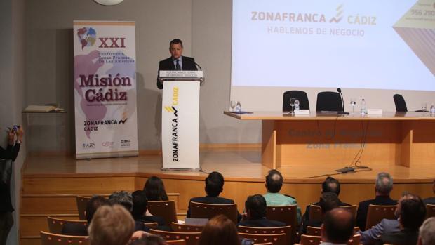 El delegado del Gobierno en Andalucía, Antonio Sanz, en la clausura del encuentro.