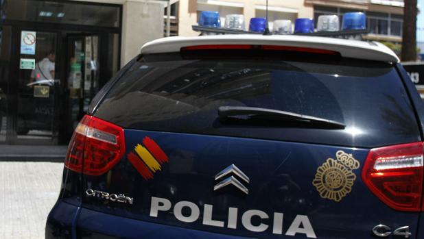 La Policía recibió la llamada de los vecinos que escucharon golpes procedentes de la peluquería de Puerto Real.