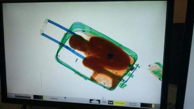 El niño cuando fue descubierto en la maleta en 2015