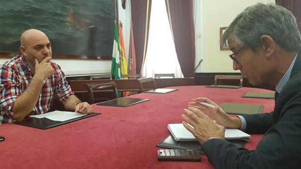 Miguel Ángel Sánchez, presidente de la asociación, junto a Juan Manuel Pérez Dorao