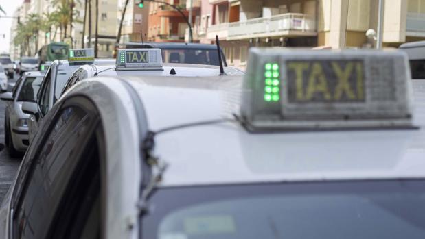 El precio del kilómetro en taxi durante el día es de 0,70 euros.