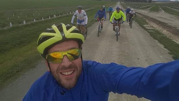 Carlos Ávila siempre era el encargado de plasmar fotográficamente las salidas que hacía su grupo ciclista