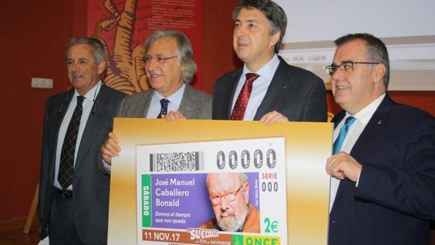 Presentación del cupón con la imagen de José Manuel Caballero Bonald.