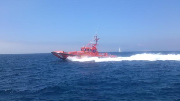 La salvamar Arcturus regresando a Tarifa tras los rescates.
