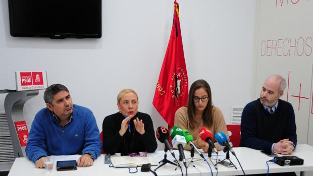 Los miembros del equipo de la candidatura 'Somos socialistas' de González