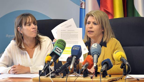 La alcaldesa Mamen Sánchez informó de diversos asuntos de actualidad. :: L. V.
