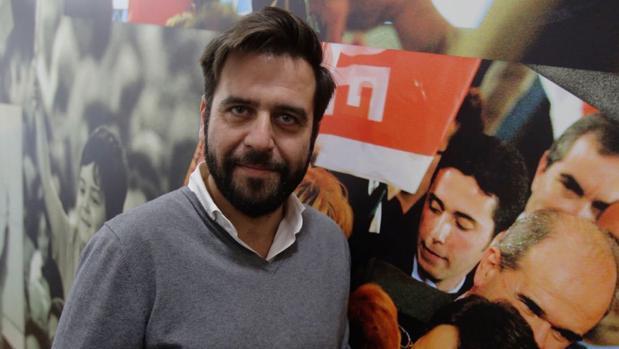 Fran González, en la sede del PSOE de Gaspar del Pino.