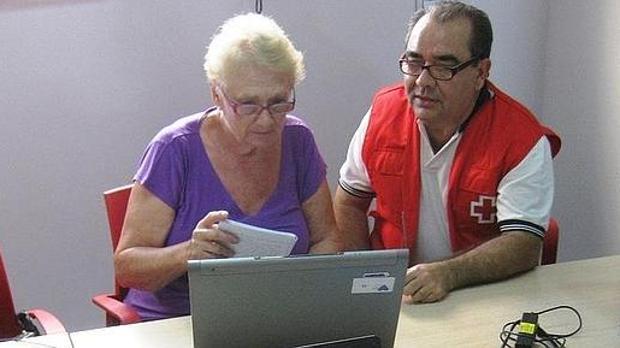 La entidad asegura que se está buscando la forma de recolocar tanto a los mayores como a los trabajadores.