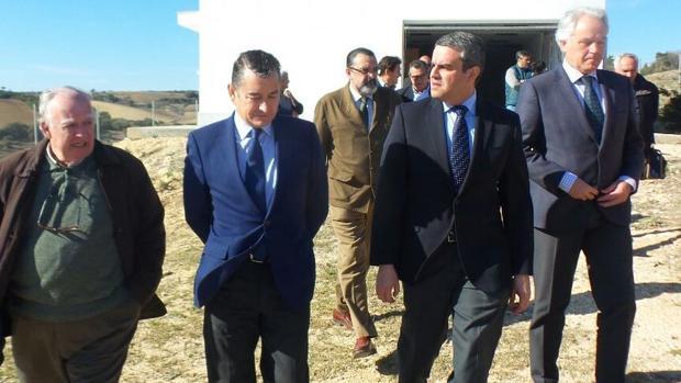 Antonio Sanz ha visitado las obras del nuevo cementerio de Vejer.