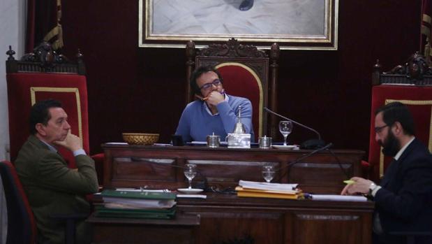La oposición ha rechazado en bloque la desestimación de los recursos de los candidatos para para gerencia de la Fundación de la Mujer.