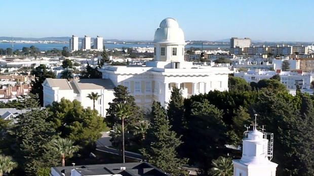 Vista principal del edificio del Observatorio desde Torre Alta.