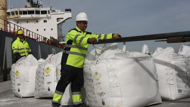Los muelles generan 11.000 empleos en Cádiz