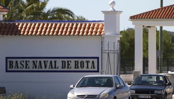 El despido de 23 trabajadores y las condiciones laborales tensan la situación en la Base naval