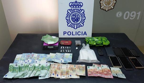 La Policía Nacional se incautó de droga, dinero negro y terminales móviles