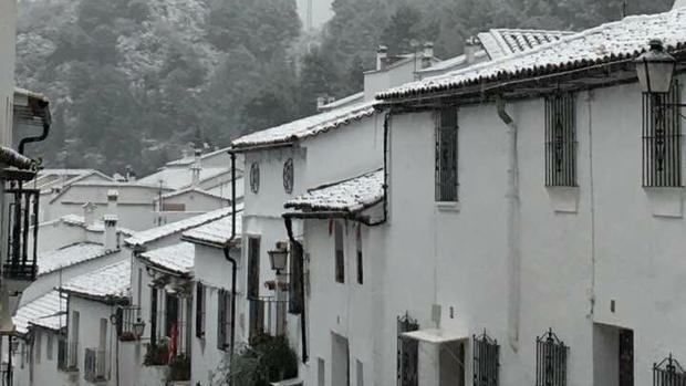 La nieve llegó a Grazalema con los Reyes