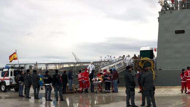 El buque de la Armada Española auxilió a varias embarcaciones en tres puntos diferentes a largo de la jornada